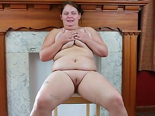 Marcella Stammer fingers her fat pussy