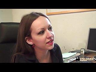 Arella ne veut pas embaucher un mec qui fini par lui dfoncer le cul