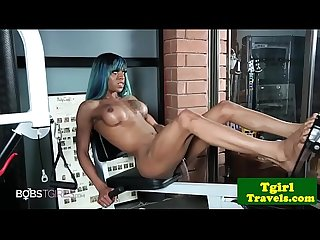 Ebony gym trap pisses in bottle after workout