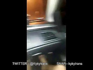Kyky Trans dando pro Uber em Goiania, paguei a corrida com uma boa mamada e uma boa sentada..