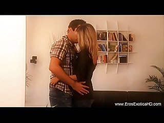 Blondynka mamuśki learns lovemaking