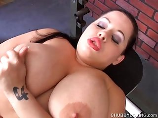 Beautiful bouncy boobs BBW babe fucks her fat juicy pussy
