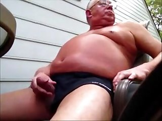 Casado se exibindo e masturbando escondido da Esposa