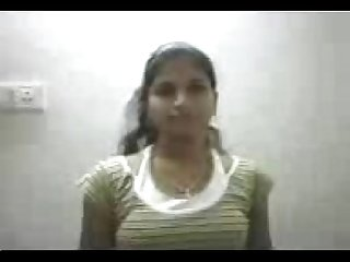 Marathi beauty strips and exposes b4 her lover