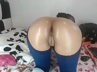 Slutty Latina big booty twerk for free cam