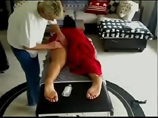 Hidden massage playing with clients pussy camadultxxx com
