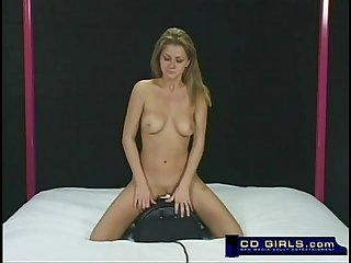 Amateur rides the sybian machine to orgasm