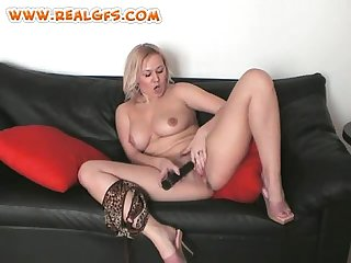 Blond amateur homevideo with dildo