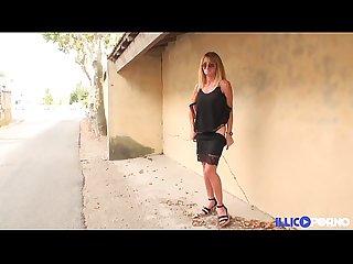 Bonne cougar blonde et bien mature baise E dans un champ full video