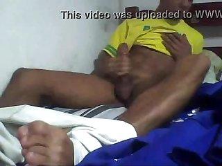 Novinho gostoso batendo uma punheta e gozando na webcam teen cock