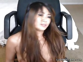 Asian cam babe toys her pussy