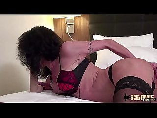 Lyna milf sexy veut une double anal