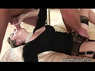 Cuckolds wife gets blown on