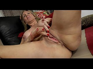 Mature show her huge nipples 69webcams tk