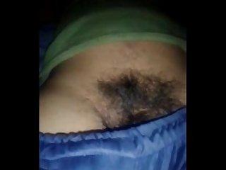 Pegando na piroca do tio enquanto ele dormia