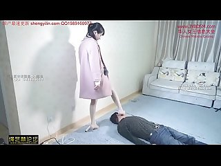 �?人女�??踩踏�??奴�?�身 Chinese mistress tramples her slave all over his body and neck