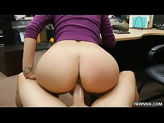 Latina babe tries to sell her BF's lizard - XXX Pawn