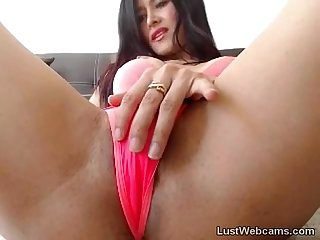 Busty cam girl masturbates with vibrator