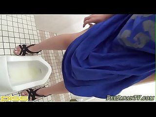Bizarre asian ho pisses in toilet