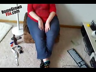 Fat bitch sucking like a hoover vacuum - HomeGrownFlix.com