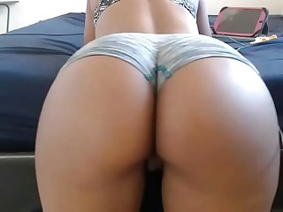 Hot chat girl twerks ass on cam